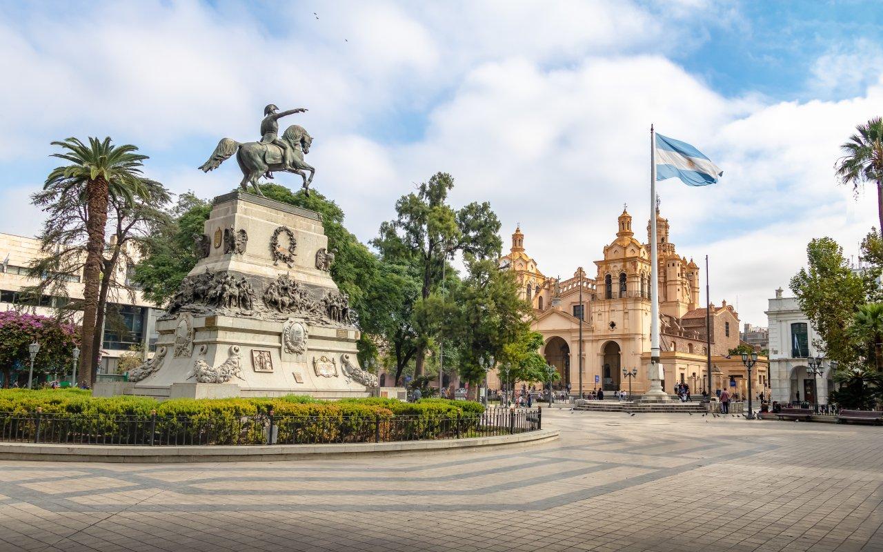 plaza san martin, cathedrale de cordoba, argentine