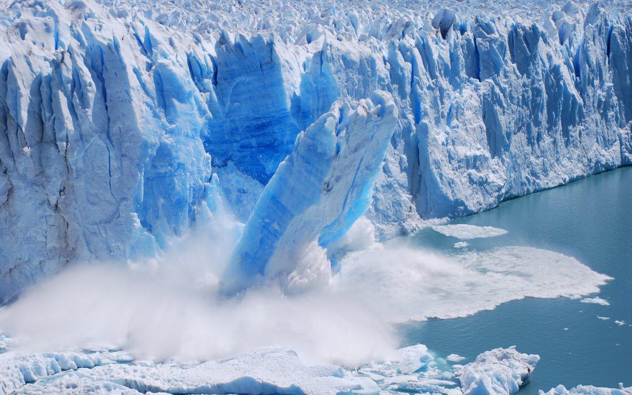 rupture d'un bloc du glacier perito moreno, argentine